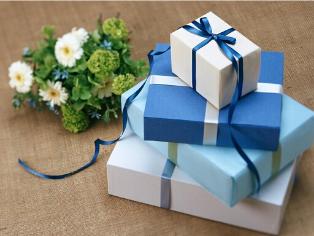Cum și cui oferim cadouri de sărbători